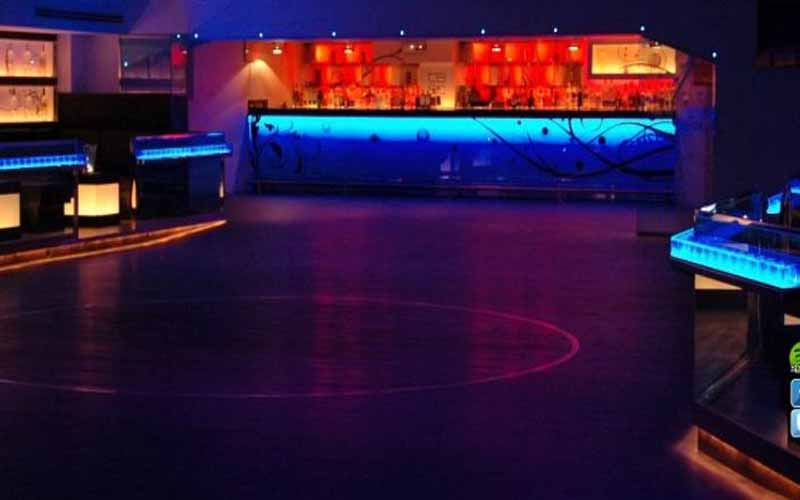 On this picture you see the bar and dancefloor of nightclub Luz de Gas in Barcelona