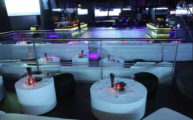 Een foto van de binnenkant van nachtclub Up and Down